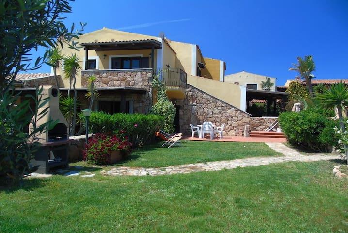 Appartement Mariagrazia 2 Raum Wohnung mit Garten - Porto Pollo - Byt
