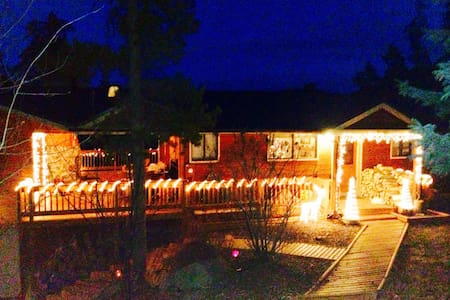 "Beautiful ""Camp Wonderland"" B&B!! - Evergreen"