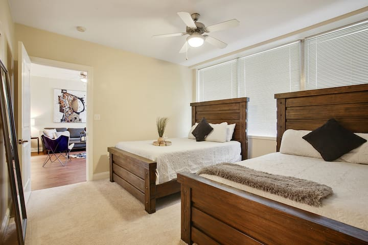 ★★ WONDERFUL SPACIOUS CONDO IN DOWNTOWN NOLA!!! ★★