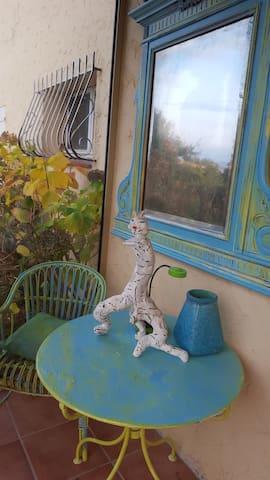 studio vue mer en rez de jardin calme - Hyères - Departamento