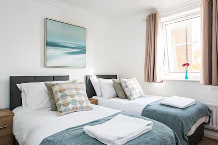 Modern 2 bed flat - free parking, free wifi - Brighton - Huoneisto