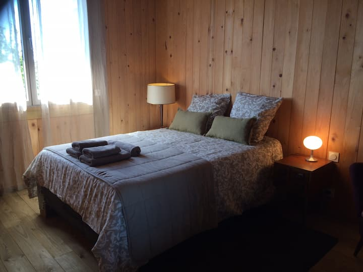 Chambre d'hôte atypique dans maison bois BBC
