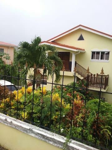Four Road Villa Apartment 1 - Gros Islet - Casa