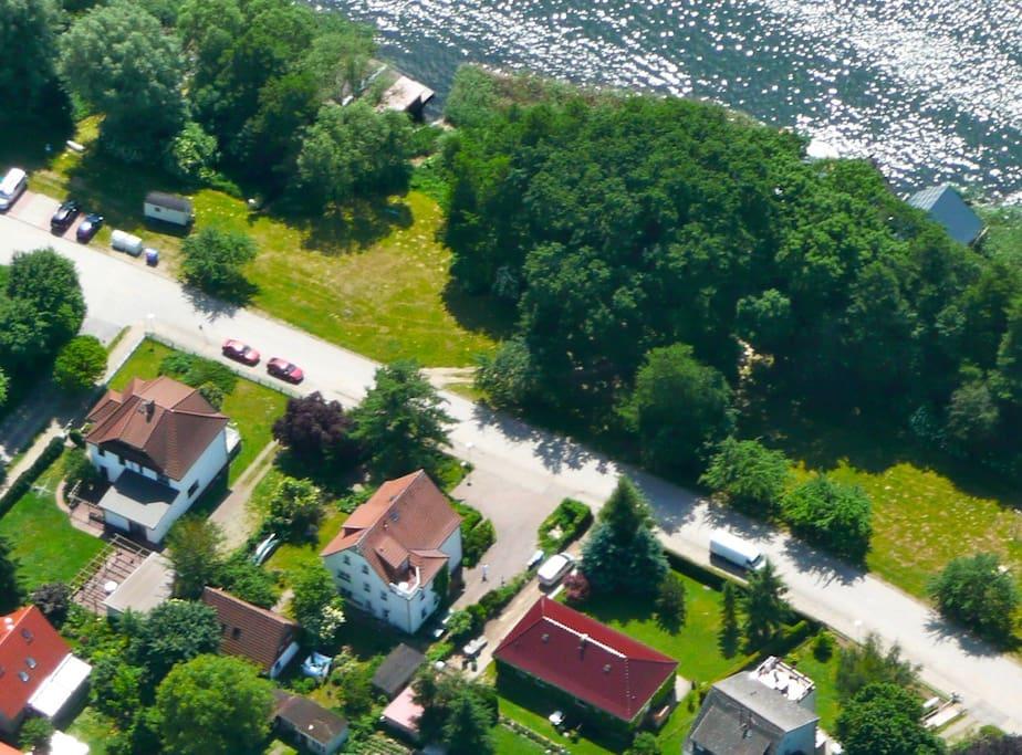 Lage am Mirower See , mittleres Haus
