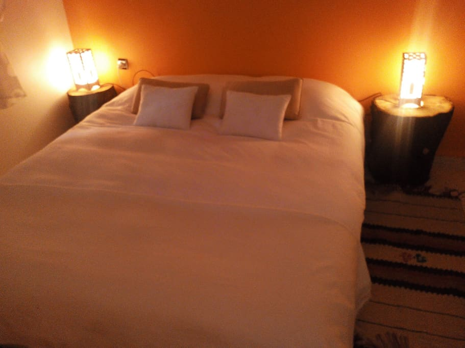 Chambre double à un grand lit