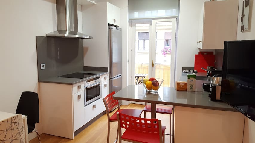 Renovated apartment in a pedestrian pintxos area