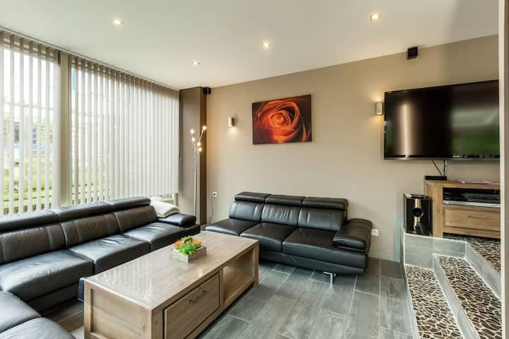 Luxury Villa with Sauna and Jacuzzi in Middelkerke