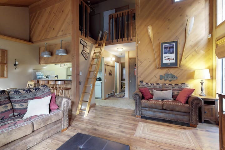 Recently updated condo among the trees w/ furnished deck, shared pool, & hot tub