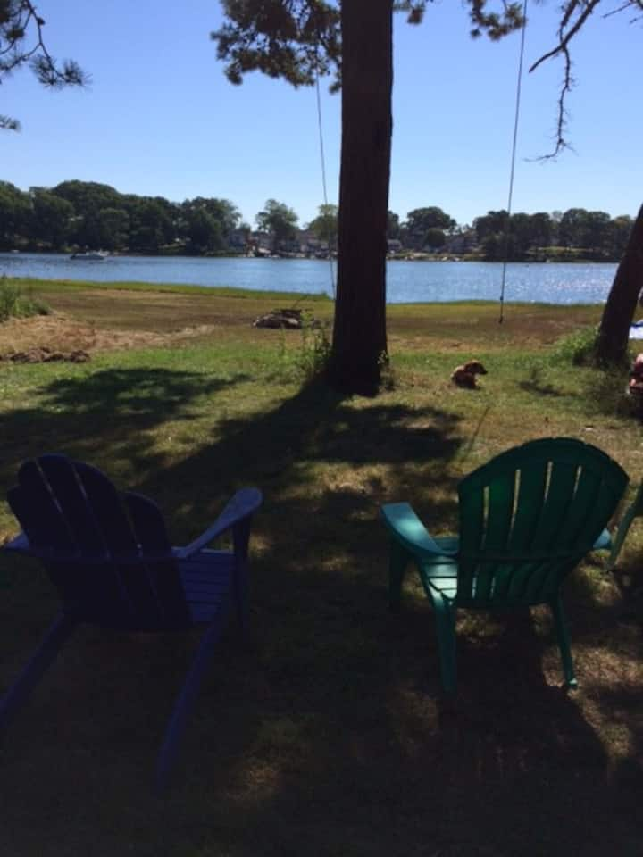 Waterfront cottage on Smith Cove= family fun times