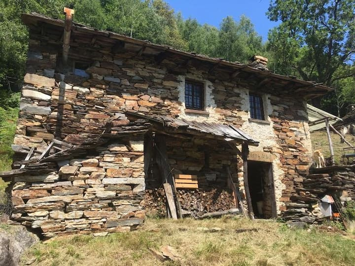 Einsames Rustico in unbewohntem Tal (Wandergebiet)