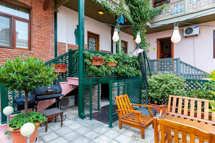 Stylish and bright 3BR apt. w/ balcony & garden