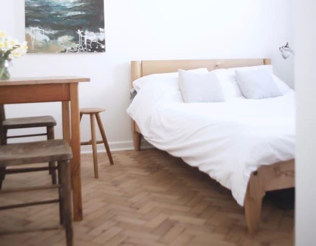The bedroom measures 3-4 meters by 2-7m