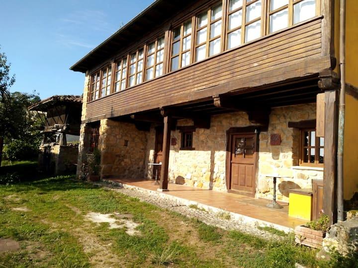 Amplia y fresca casa rural con chimenea