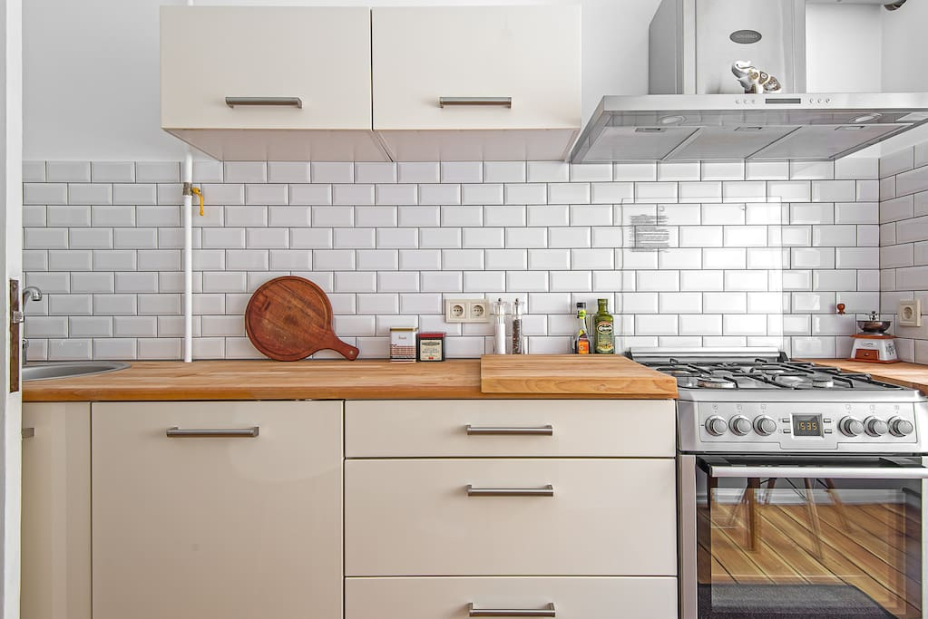 Kitchen equipped with all you need (stove, oven, dishwasher, fridge)