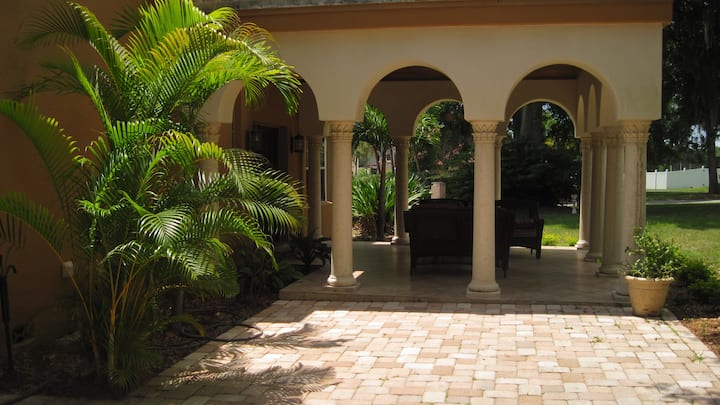 1 BEDROOM LUXURY HOME CENTRAL TAMPA
