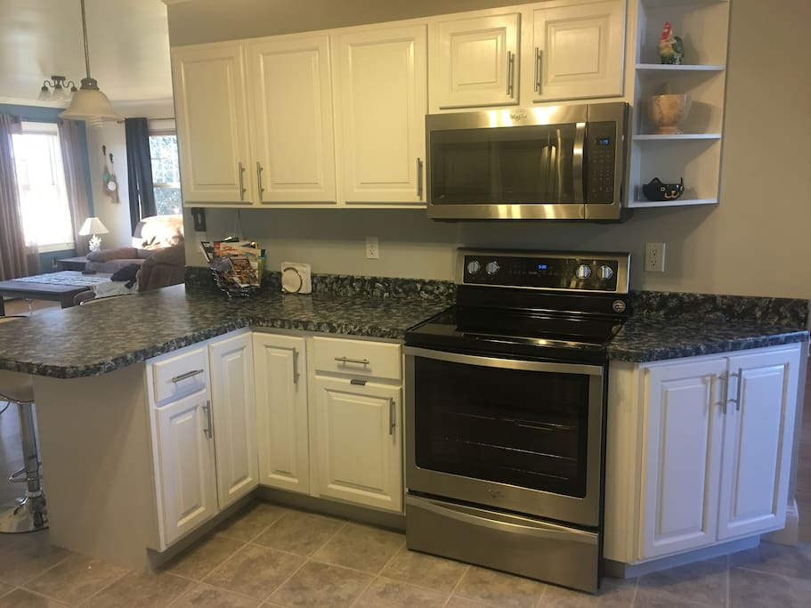 Kitchen- oven and microwave
