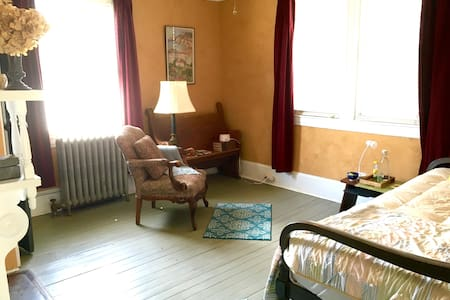 Lovely Room for 1, Walk to Downtown - Asheville - Casa