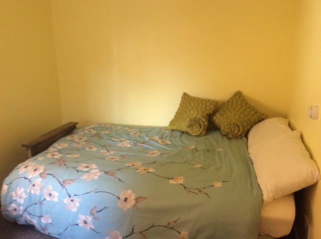 Tranquil, peaceful, and private room for 1 or 2 - Leeds - Talo