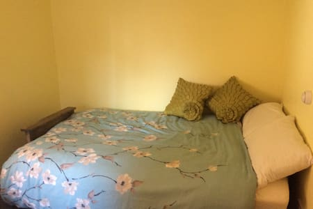 Tranquil, peaceful, and private room for 1 or 2 - Leeds - 独立屋