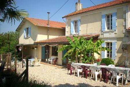 Fayette Villa & Pool, Parcoul, Dordogne. 10-15pers - Parcoul