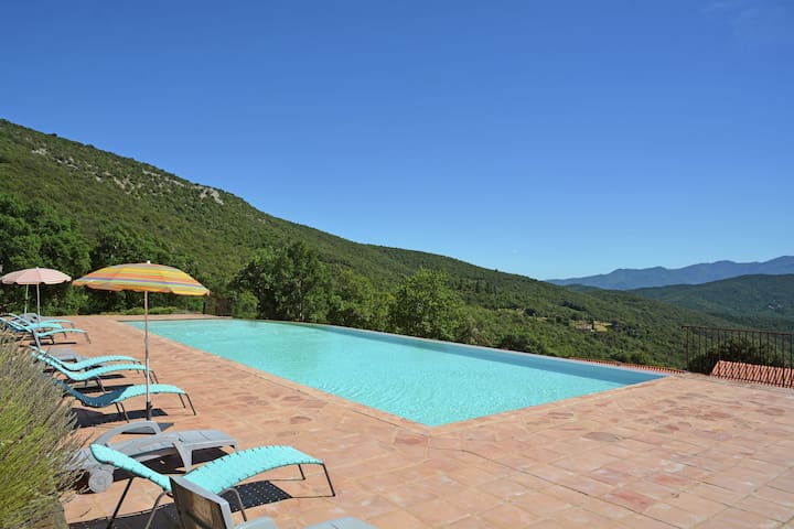 Comfortable Villa in Prunet-et-Belpuig with Terrace