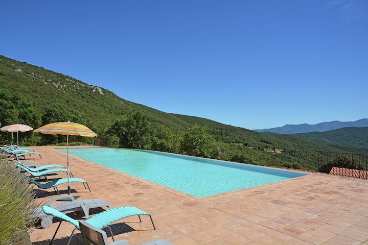 Comfortable Villa in Prunet-et-Belpuig with Terrace