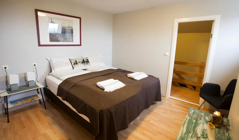 Húnaver 21 double room with shared bathroom