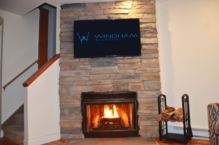 Windham Mountain Getaway - best location! Wi-Fi!