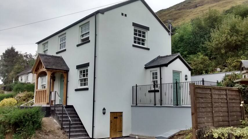Detached holiday cottage with fabulous views