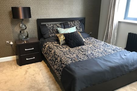 Massive modern bedroom for rent - Leicester