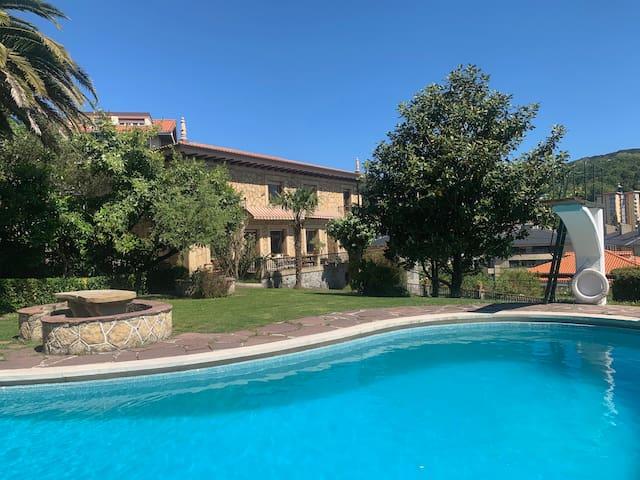 Casa señorial con piscina a 5 min del centro de SS