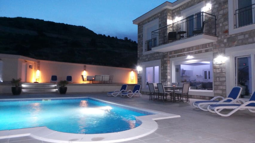 Villa with private Pool & Sea Views near Dubrovnik