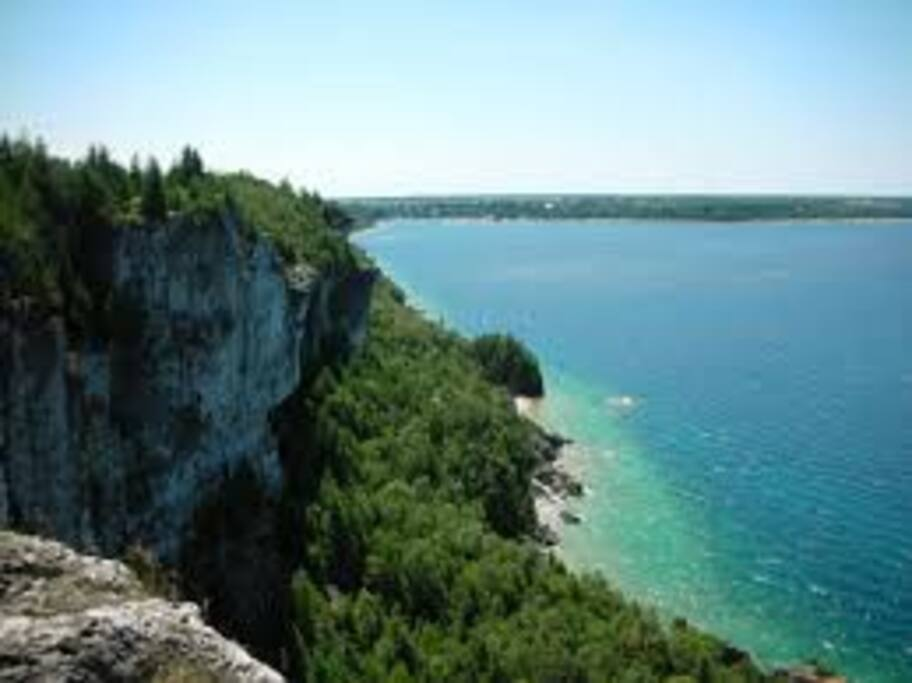 Bruce Trail Lions Head lookout, 2 minutes walking to trail head access