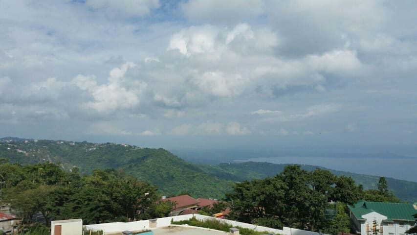 Love Nest with Charming Lake View - Tagaytay - Daire