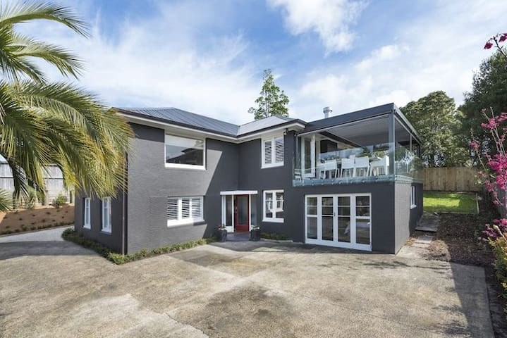 Spectacular house in great location - Auckland - House