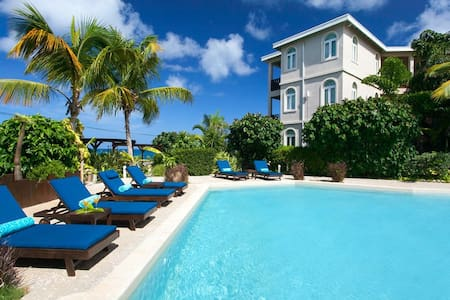 "Fountain Anguilla by ""Refined Retreats"" Sleeps 6~FULL kitchen~Private Terrace!"