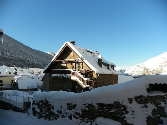 Stunning mountain house ideal for ski groups