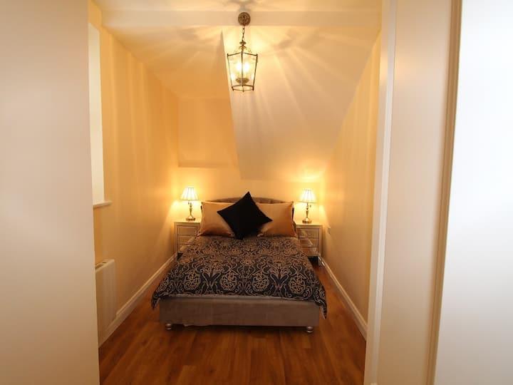 Apartment-Private Bathroom-Ref A