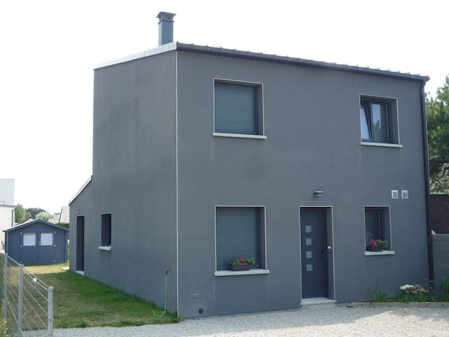 New house with 3 bedrooms 200 meters from beach
