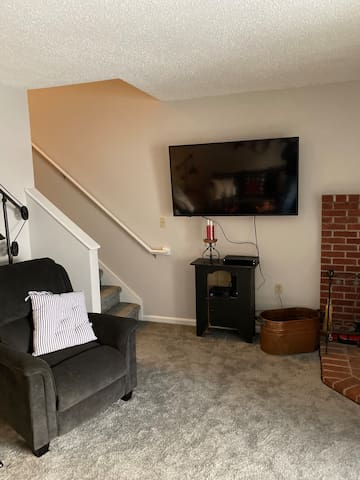 stairs to upstairs bedrooms