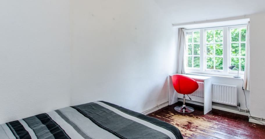 Holborn room very central zone 1. Quiet  off road
