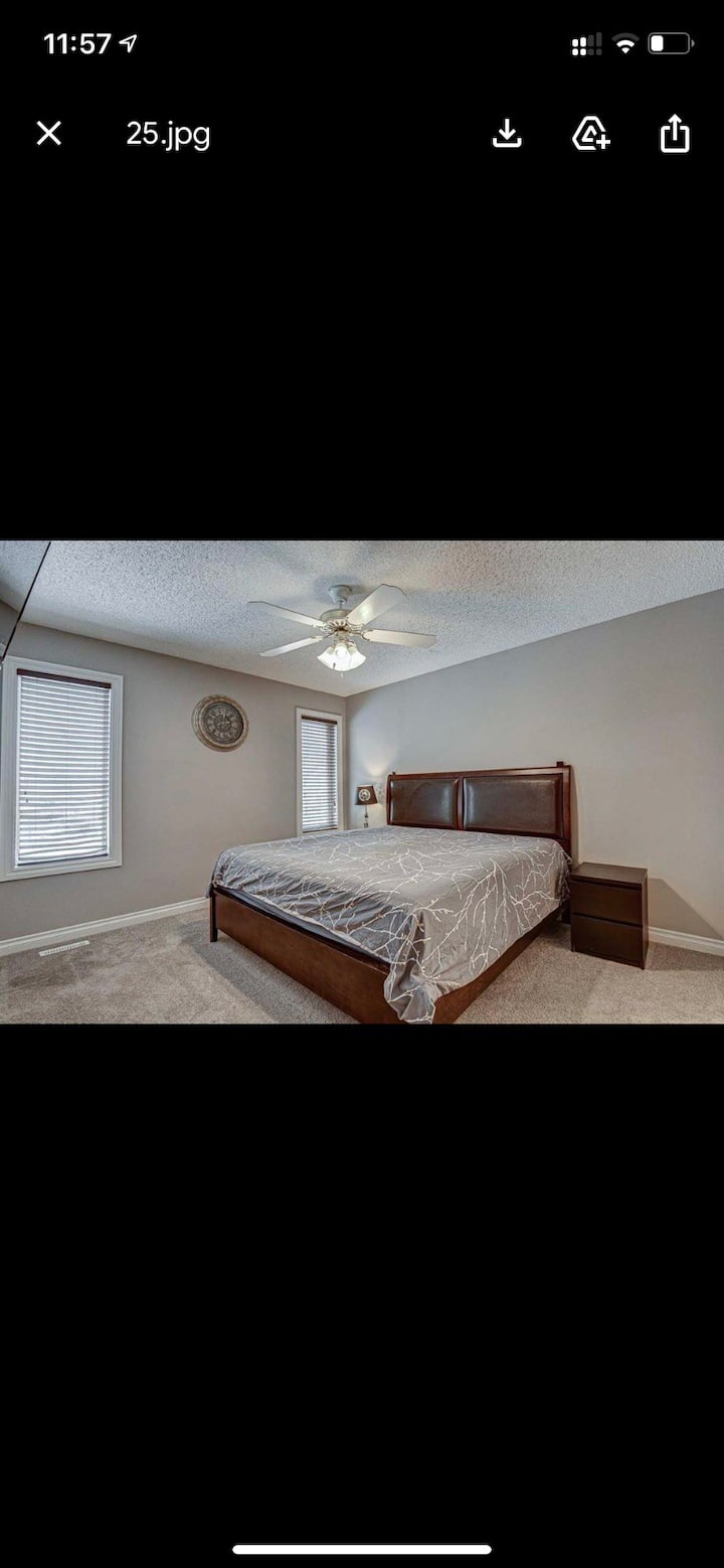 Decent size room in a quiet home for professionals