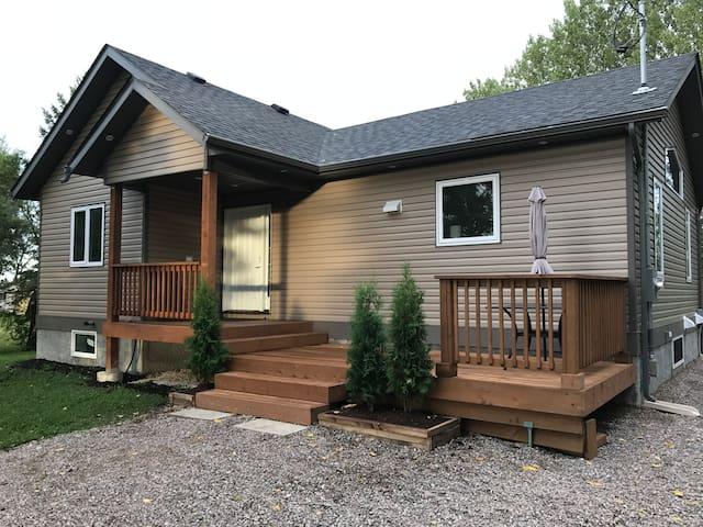 New Four Season Cottage on Winnipeg River. Hot Tub