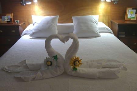 Dormitorio con baño privado, Suite Room. - San Andrés