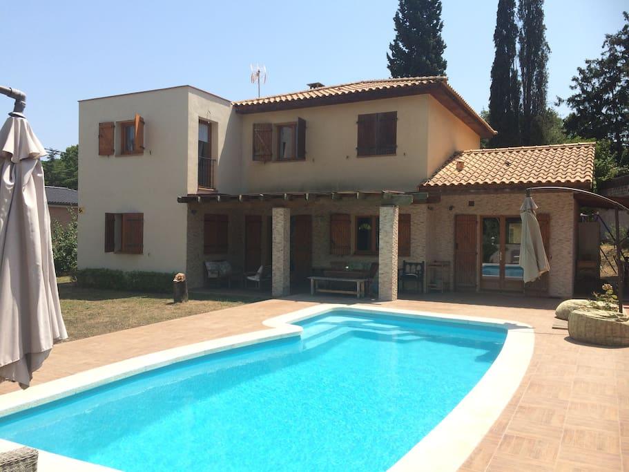Disfruta y descansa casas en alquiler en valldoreix for Piscina valldoreix