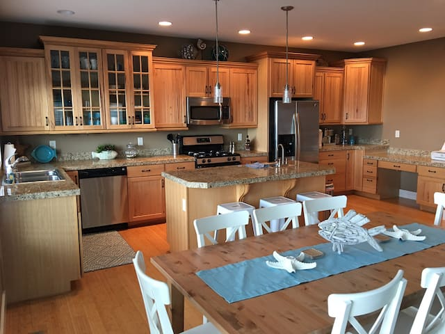 SPECIALS!!!!~2 Master Suites~Ocean Views~By Casino - Lincoln City - Casa