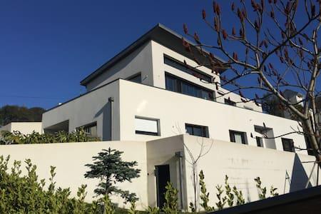 Maison contemporaine à 1.5 km de la cathédrale - Kemper - Casa
