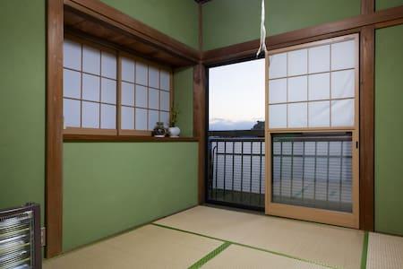 葉山一色海岸近くの古民家、離れの和室 - Hayama-machi