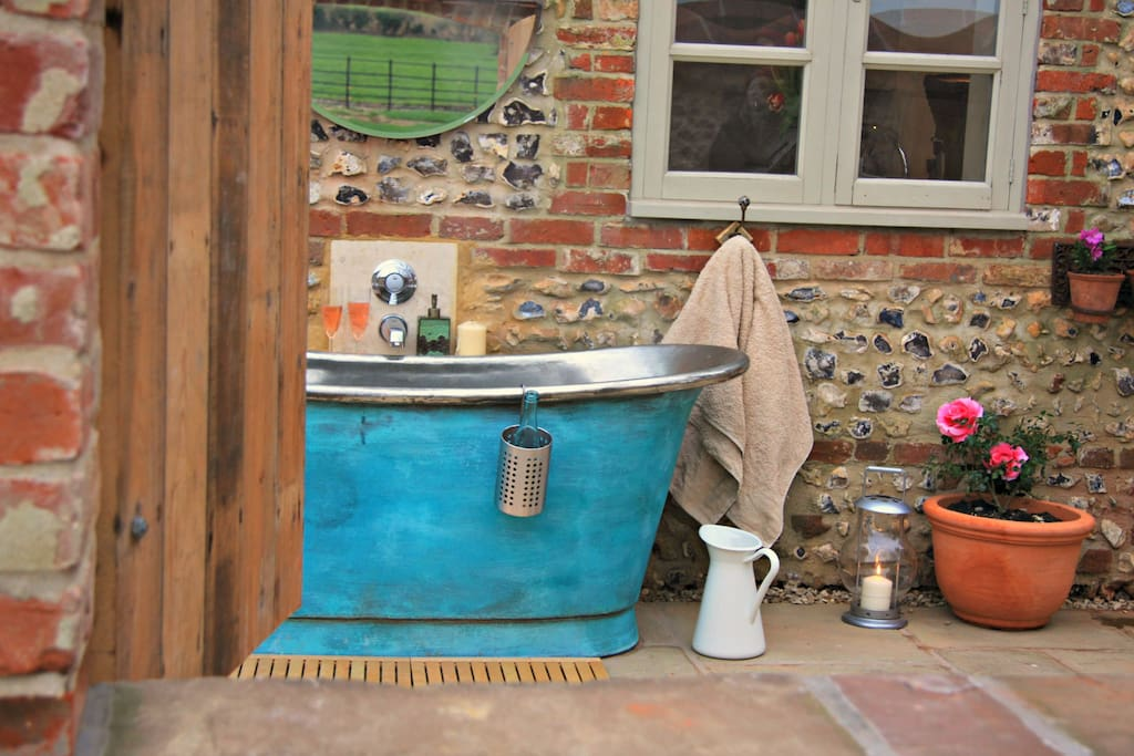 Take a soak in the outdoor bateau bath