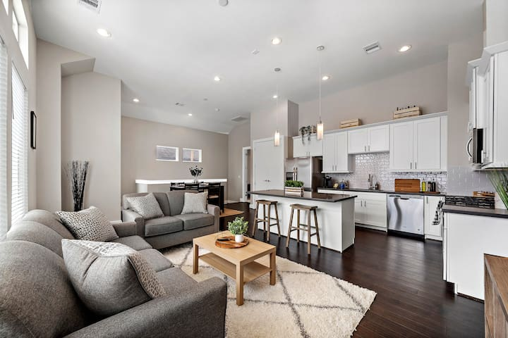 Bright & Modern Houston Home - 2 miles to Downtown